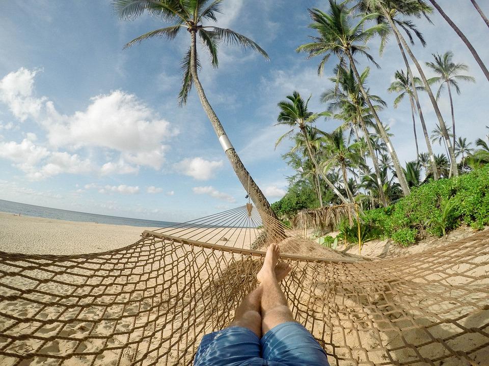 descansando en una amaca